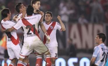 Leandro Chichizola atajó otro penal sobre la hora y fue el héroe de River ante Racing