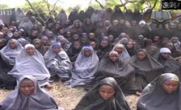Nuevo video de la banda sanguinaria que secuestró a cientos de niñas en Nigeria