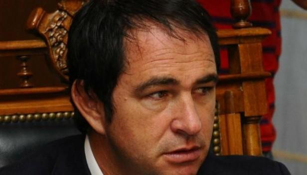 Ex secretario privado de Mestre le embargó bienes a Juan Quinteros