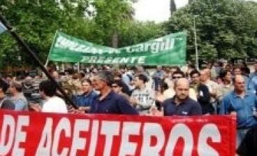 El Gobierno bloqueó el acuerdo por 36% del gremio de aceiteros