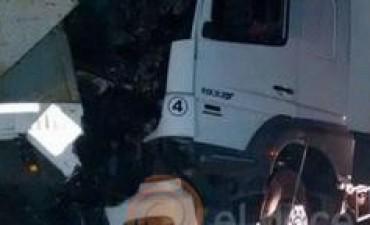Choque de camiones por humo y niebla deja un muerto en Pilar