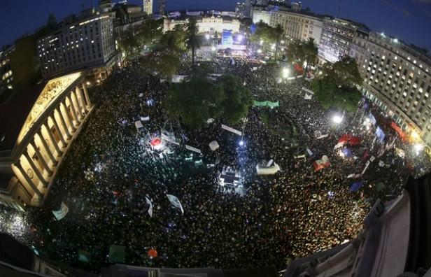 Masivas marchas contra el 2x1 para delitos de lesa humanidad