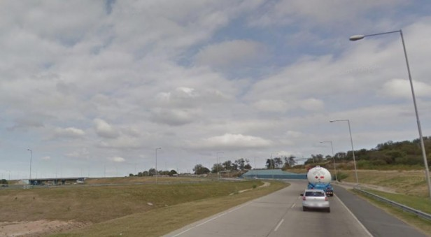 """Vecinos bloquean un acceso a la autopista Córdoba-Rosario y cobran un """"peaje"""""""