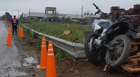 Encuentran un motociclista muerto en barrio Parque Liceo