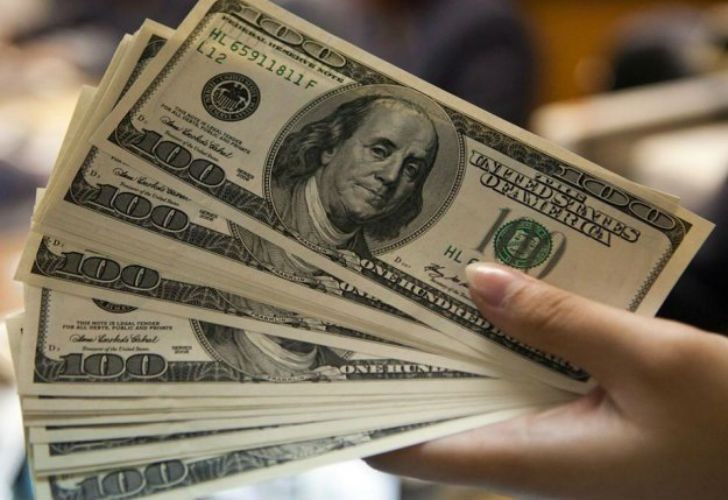 El dólar repuntó la caída inicial y cerró a $ 24,80