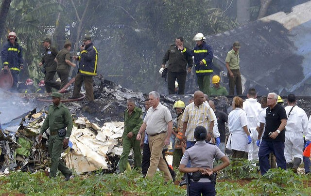 Un avión con 113 personas se estrelló en Cuba tras despegar