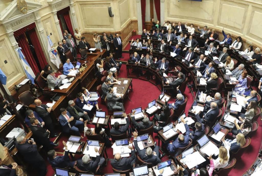 El Senado aprobó la ley para limitar la suba de tarifas, pero Mauricio Macri la vetará