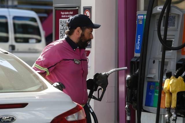 Axion da marcha atrás y recorta la suba de sus combustibles