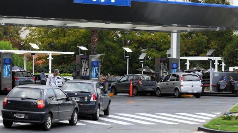 Advierten que el precio de la nafta sigue atrasado y se espera nuevo aumento