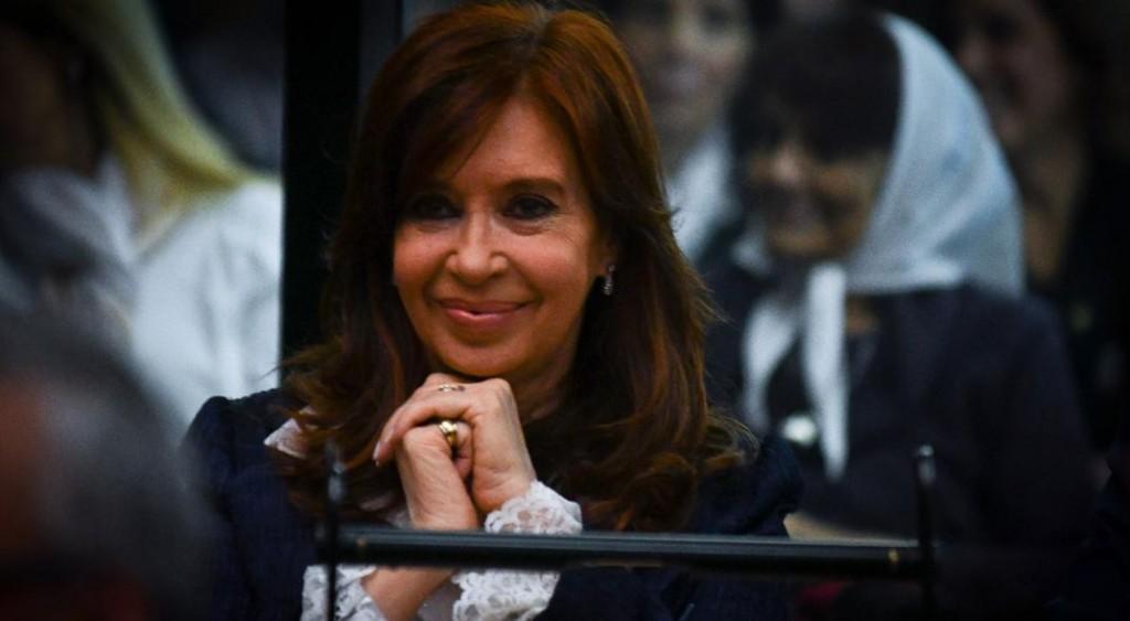 En el banquillo, Cristina evitó contactos con Báez y con De Vido