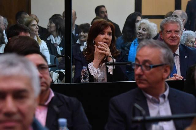 Sigue el juicio contra CFK que debe justificar su ausencia