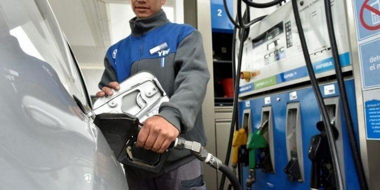 Kirchnerlandia. La nafta subió en 9 meses más que la inflación y el dólar