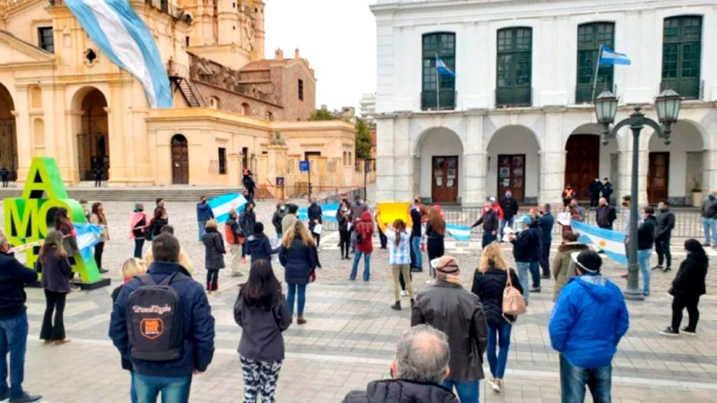 Comerciantes marcharán en Córdoba: amenazan con abrir