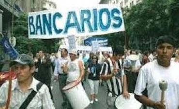 Bancarios paran en la última hora de atención al público