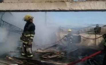Voráz incendio aserradero de Santa Rosa de Calamuchita tras el voraz incendio