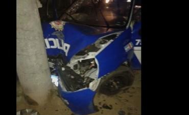 Patrullero nuevo quedó chocado y dos policías heridos