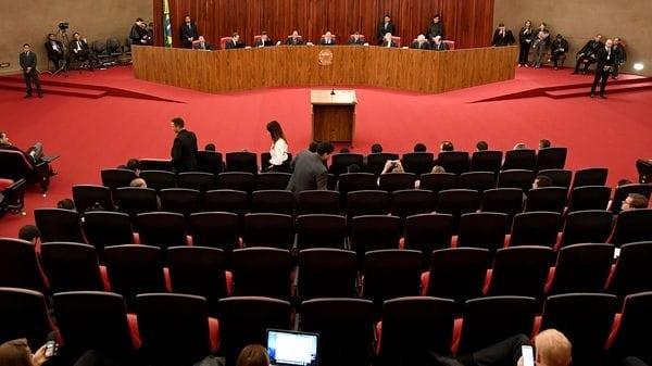 Los jueces comenzaron a votar si Michel Temer sigue siendo presidente de Brasil