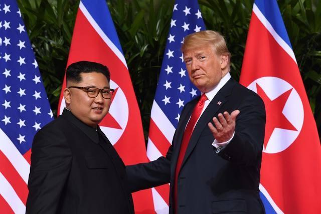 Histórico apretón de manos de Kim Jong-un y Donald Trump