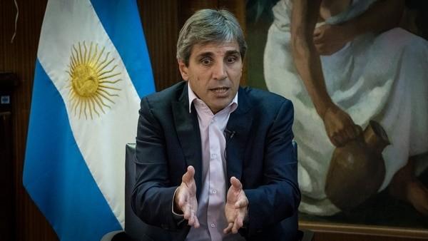 Luis Caputo pone en marcha una serie de medidas para contener la suba de la moneda estadounidense
