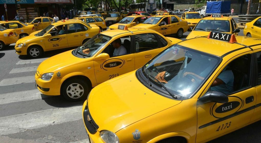 En Córdoba proponen crear una App municipal para taxis y remises