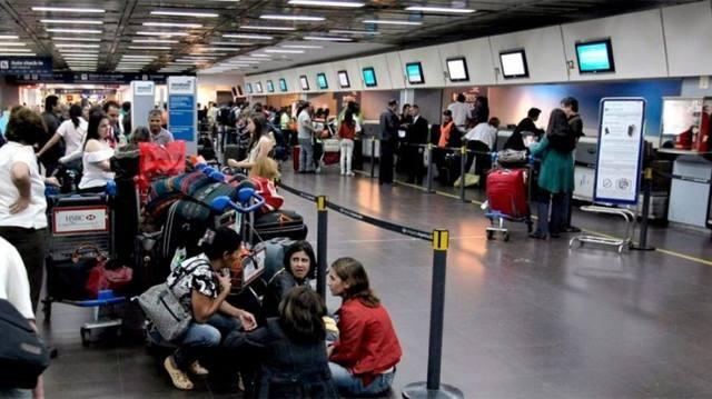 Aerolíneas Argentinas canceló los vuelos del lunes