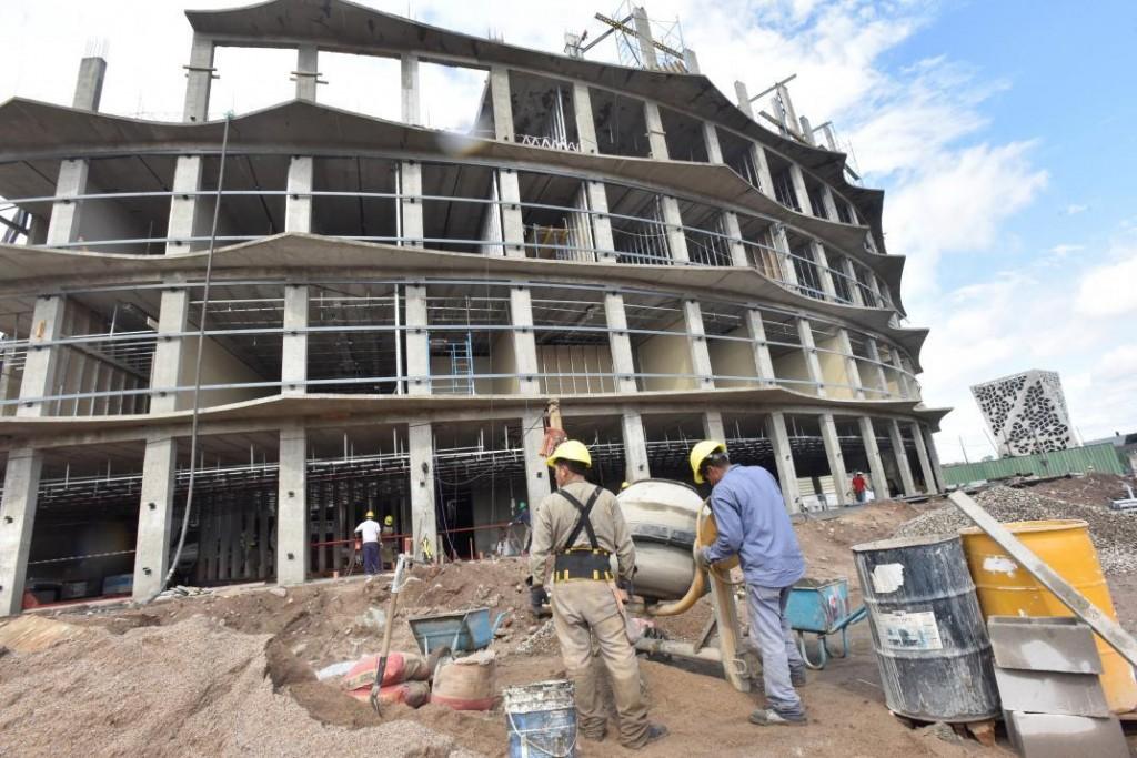 La industria y la construcción frenaron sus caídas, pero siguen en negativo