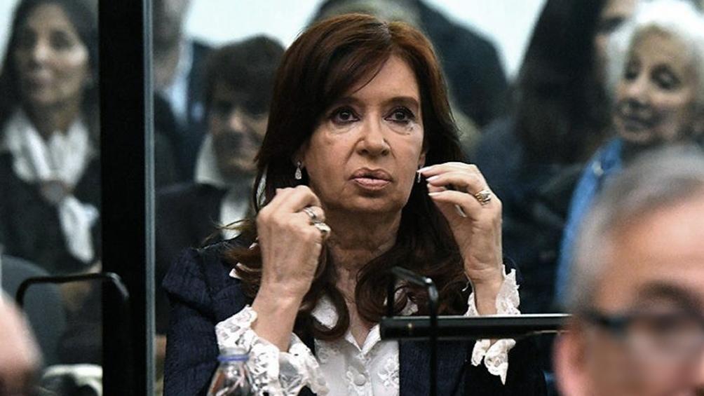 Cristina Kirchner no asistirá el lunes al juicio por la obra pública