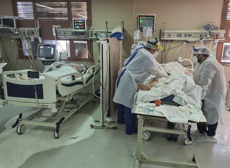Coronavirus en Argentina: 448 muertes y 8.606 nuevos casos. Menos casos por menos testeos