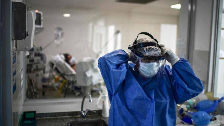 Con récord de muertes, el país superó los 90 mil fallecidos, las vacunas llegaron tarde