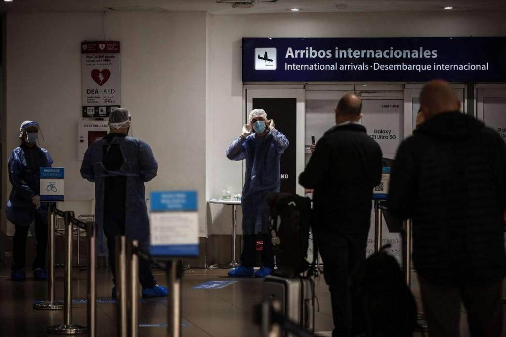 Restricciones a los vuelos: el Gobierno difundió la lisRestricciones a los vuelos: el Gobierno difundió la lista con los motivos de viaje de los pasajeros y niega que haya varados
