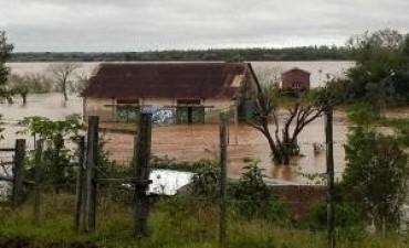 Miles de personas siguen evacuadas por las inundaciones en el noreste y el Litoral