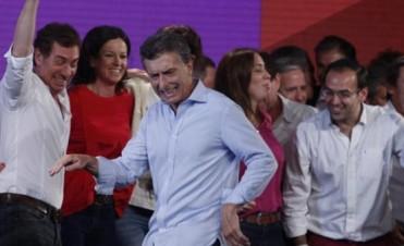 """Macri dijo que si llega a la Presidencia Aerolíneas e YPF seguirán """"siendo estatales"""""""