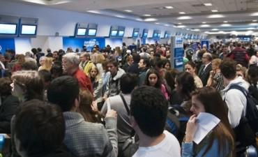 Nacional y Popular. Por ineficiencia Aerolíneas canceló otros 128 vuelos y suman 240