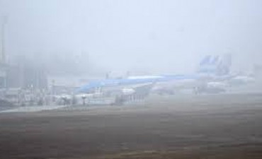Demoras y cancelaciones por la niebla en el aeropuerto de Córdoba