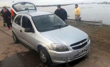 Encuentran semisumergido el auto del desaparecido en Cavanagh