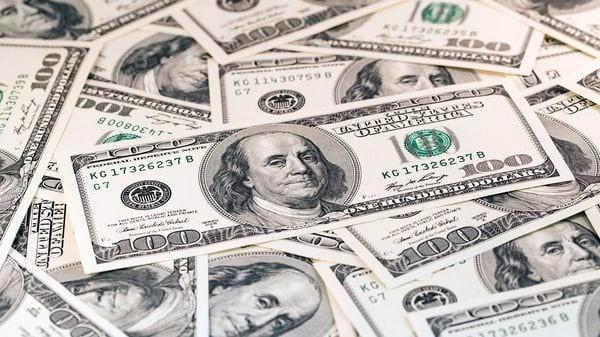 el dólar cedió 13 centavos y cerró a $17,25