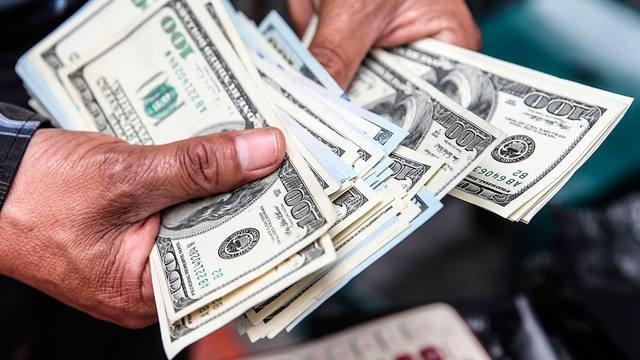 El dólar cede y el gobierno busca desactivar las Lebac