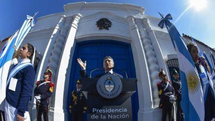 Macri en Tucumán y la oposición en Obelisco contra el FMI