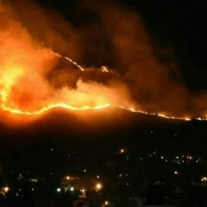 Combaten el último foco de incendio en La Falda