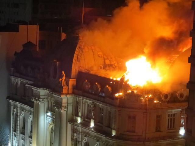 Impresionante incendio del Banco Nación de Bahía Blanca
