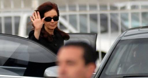 Cristina volvió al país tras visitar a su hija en Cuba
