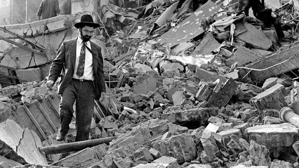 El atentado a la AMIA, la masacre que dejó 85 muertos y sigue impune