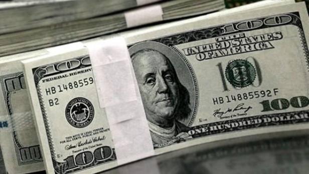 La Casa Rosada niega más devaluaciones, pero hasta el dólar oficial bate récords