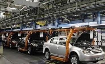 La industria cayó 3,2% en la primera mitad del año