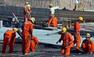 La construcción volvió a hundirse un 2,4% en el semestre, según el Indec