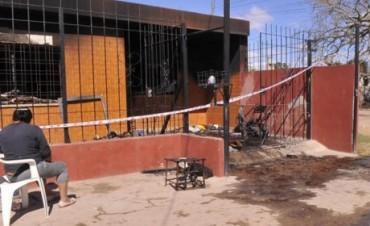Rescataron del fuego a mujer embarazada y a tres niños
