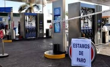 Empleados de estaciones de servicio se suman al paro y no se podrá cargar nafta