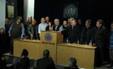 Moyano insistió con que el Gobierno presiona a los gremios para que no adhieran al paro de mañana