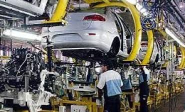 Las restricciones del gobierno provocan más suspensiones en las fábricas