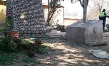 Hallan el cráneo de un hombre en la gruta de una virgen en Tucumán